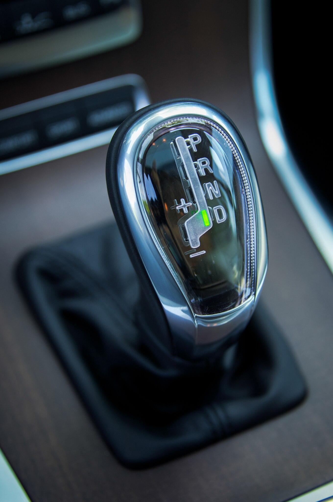 2013-Volvo-XC70-shifter.jpg