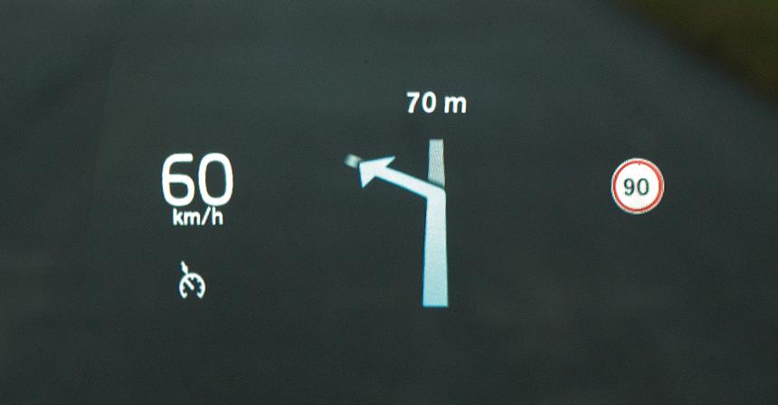 Volvo XC60<br>Проекционные приборы хороши у всей троицы, но ценники разнятся почти вполтора раза: Audi— 69, Volvo — 84, а Mercedes— 93 тысячи рублей