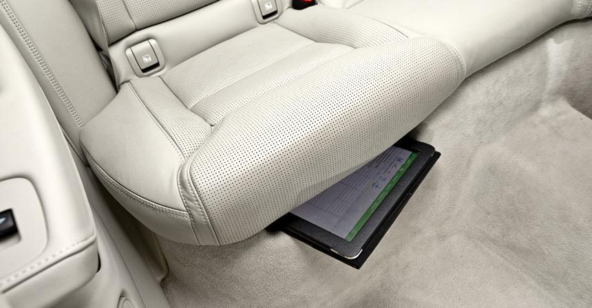 Практичность у Volvo принесена в жертву гаджетомании: вместо салазок продольной регулировки заднего дивана — выемка для хранения планшета