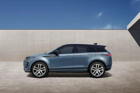 «Evoque изменил рынок компактных SUV в 2010 г., и новое поколение обладает всем необходимым для того, чтобы приковывать к себе внимание и заставлять людей оборачиваться», – считает главный дизайнер Land Rover Джерри МакГоверн