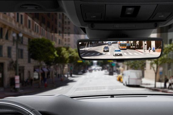 В кроссовер может устанавливаться виртуальное зеркало заднего вида ClearSight с экраном, на которое выводится изображение высокой четкости с видеокамеры в задней части автомобиля. Камера и экран дают угол обзора в 50 градусов