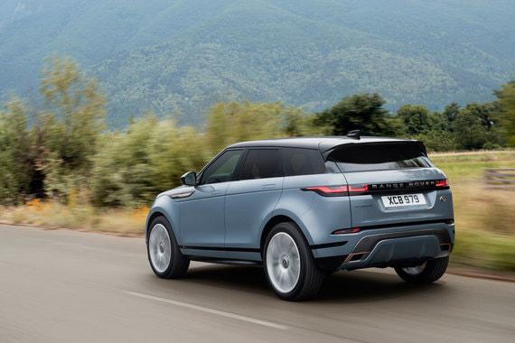 Range Rover Evoque будут поставляться на российский рынок с дизельными и бензиновыми турбомоторами 2,0 мощностью от 150 до 249 л. с. и в версии мягкого гибрида MHEV с 2,0 л двигателем мощностью 300 л. с. В 2019 г. появятся 3-цилиндровый бензиновый двигатель и версия подзаряжаемого гибрида PHEV (пока не решено, будет ли поставляться в Россию)