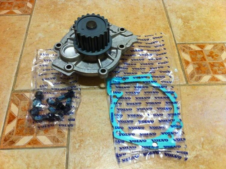 Volvo 31293668 Помпа водяная комплект 1.jpg