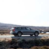 198317_New_Volvo_V90_Cross_Country_Driving.jpg