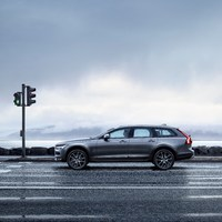 198320_New_Volvo_V90_Cross_Country_Driving.jpg