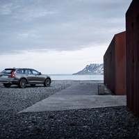 198325_New_Volvo_V90_Cross_Country_location.jpg
