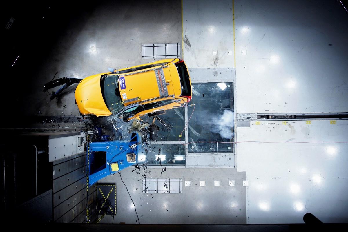 205041_The_new_Volvo_XC60_Crash_tests.jpg