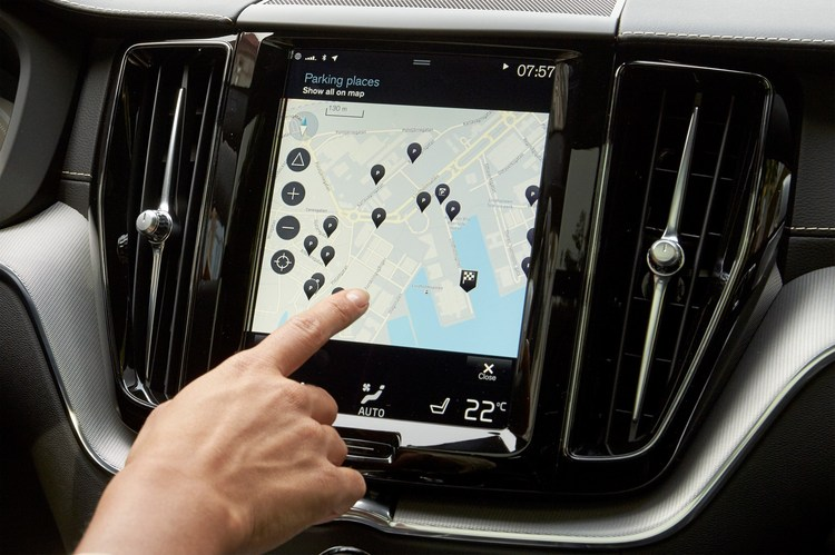 212181_Park_and_Pay_application_in_the_Volvo_XC60.jpg