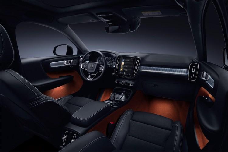 213042_New_Volvo_XC40_interior.jpg