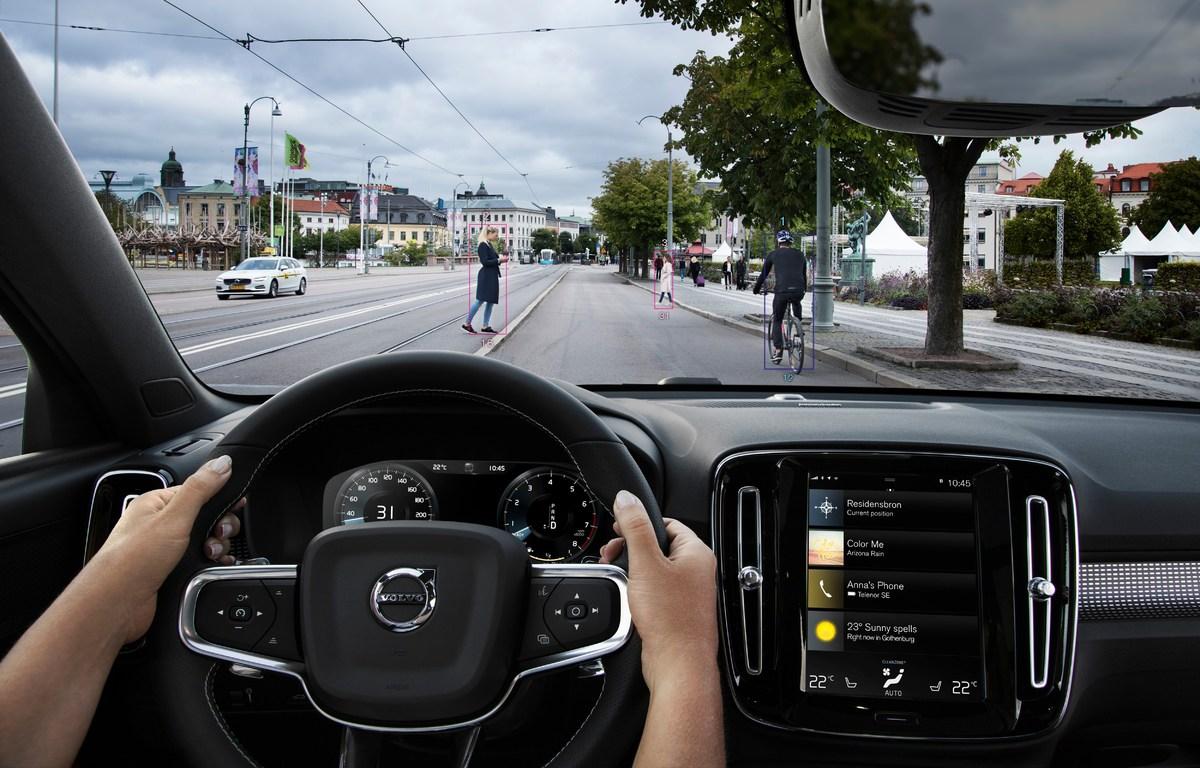 213034_New_Volvo_XC40_City_Safety.jpg