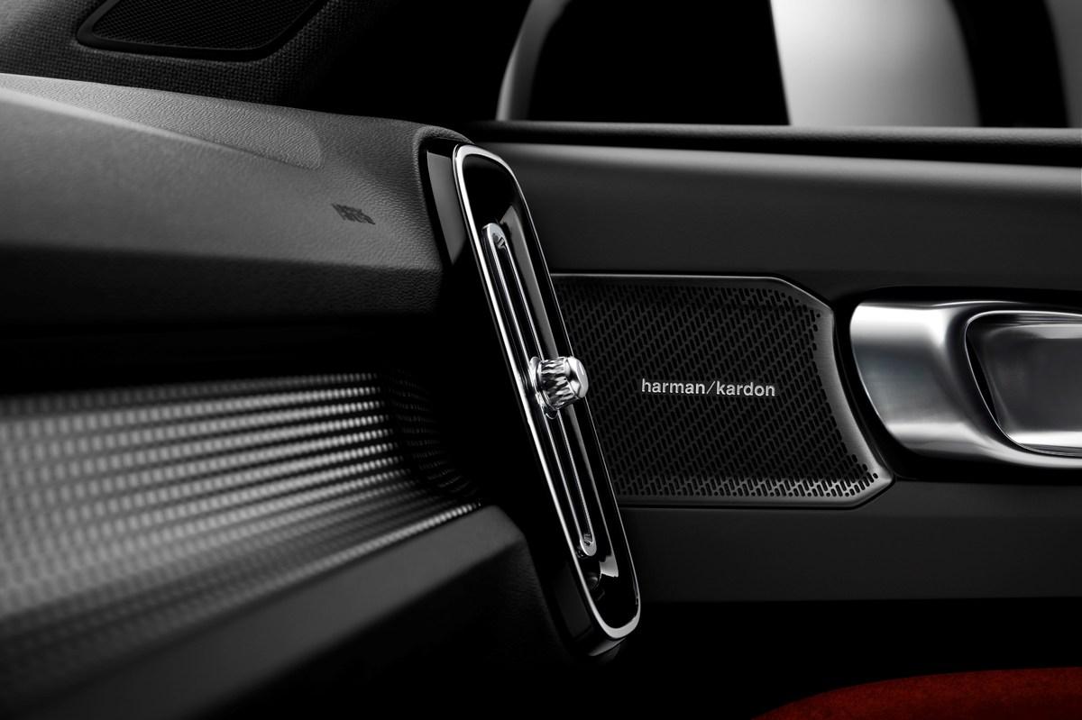 213038_New_Volvo_XC40_Harman_Kardon_speakers.jpg