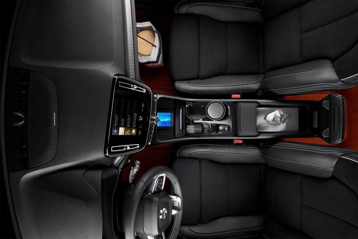 213041_New_Volvo_XC40_interior.jpg