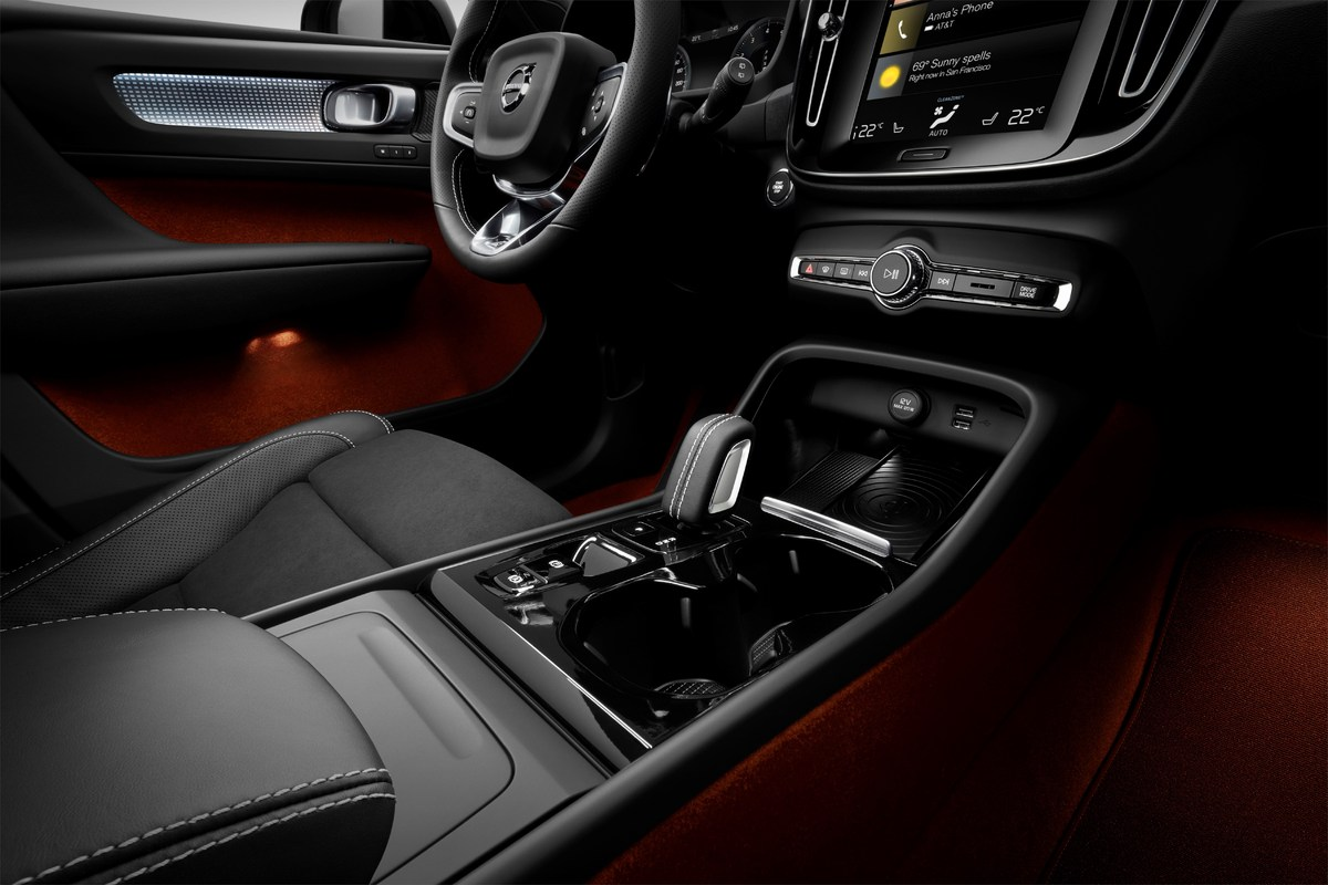 213043_New_Volvo_XC40_interior.jpg