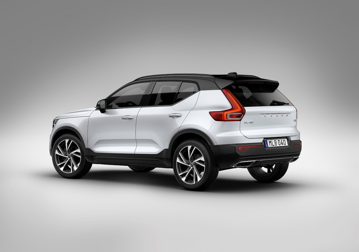 213067_New_Volvo_XC40_exterior.jpg