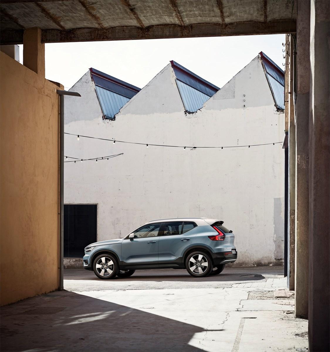 213082_New_Volvo_XC40_exterior.jpg