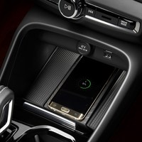 213037_New_Volvo_XC40_Wireless_phone_charging.jpg