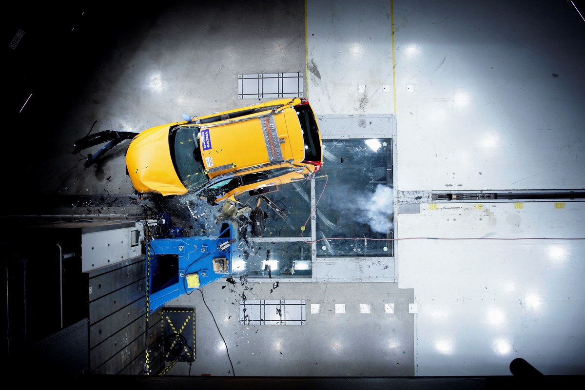 205041_The_new_Volvo_XC60_Crash_tests.jpg