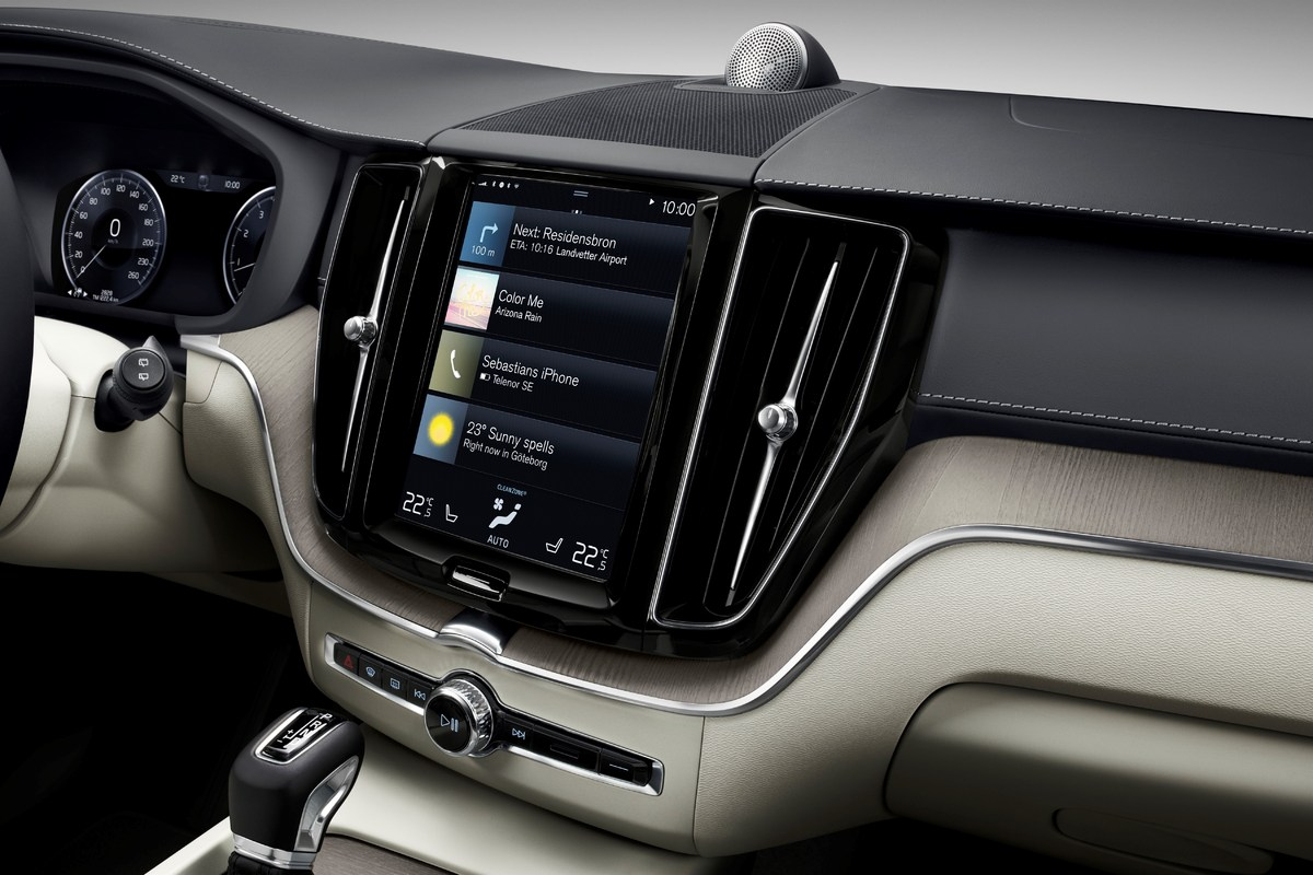 205054_The_new_Volvo_XC60_Sensus_centre_display_updates.jpg