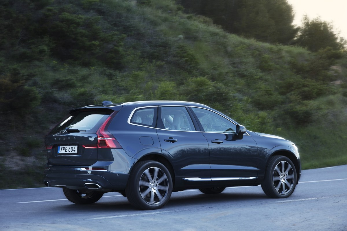 208155_The_new_Volvo_XC60_T6.jpg