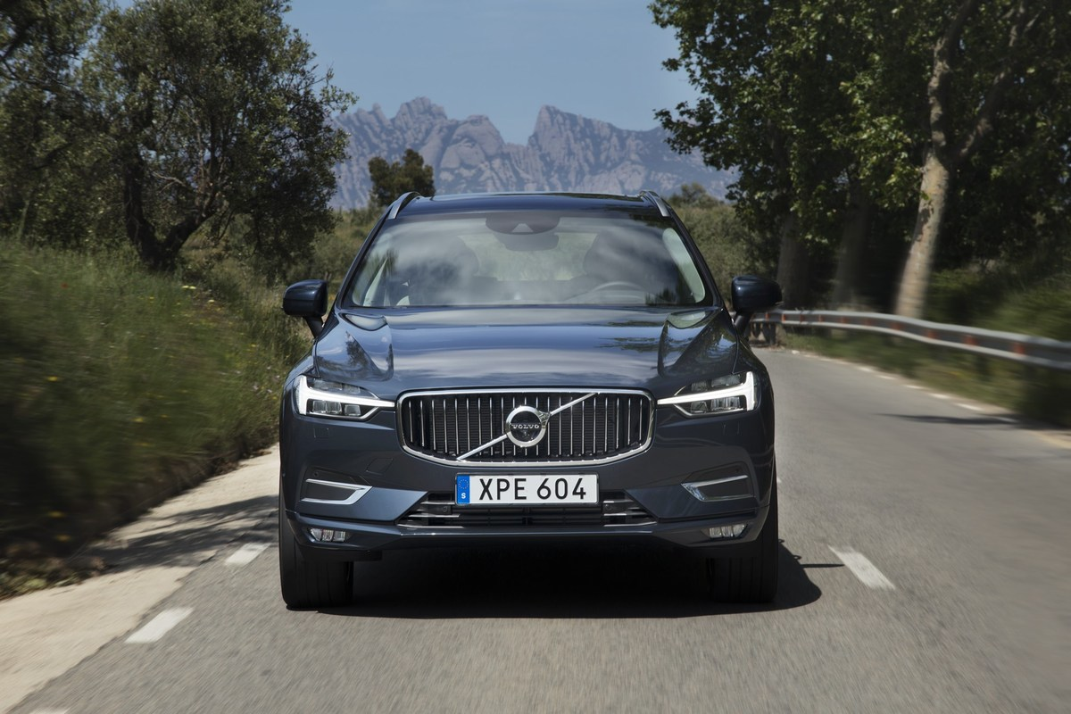 208157_The_new_Volvo_XC60_T6.jpg