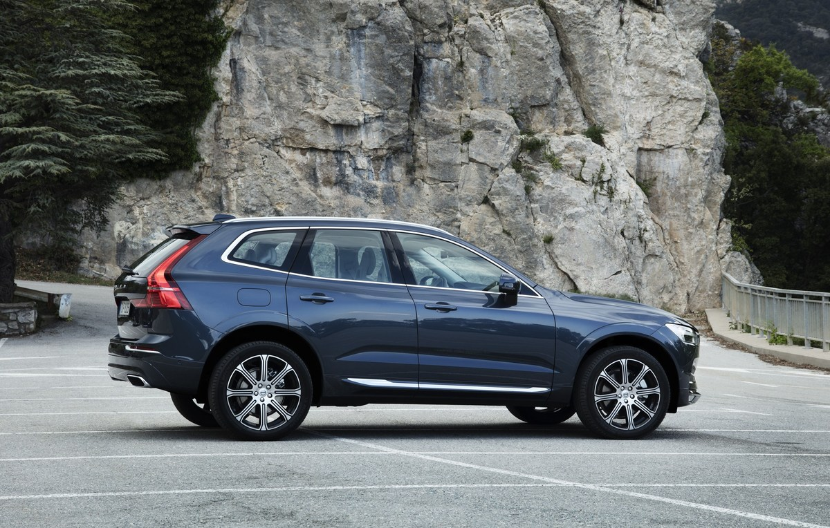 208165_The_new_Volvo_XC60_T6.jpg