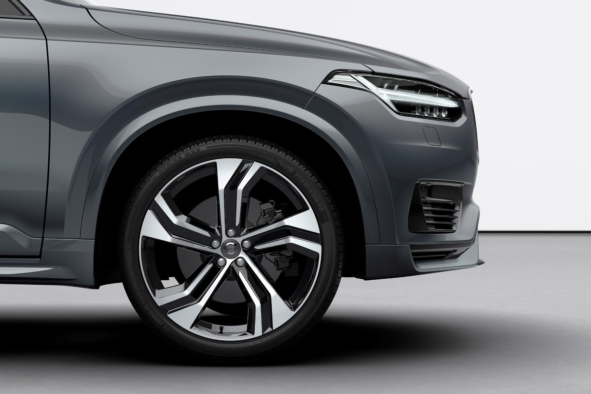 248306_The_refreshed_Volvo_XC90_R-Design_T8_Twin_Engine_in_Thunder_Grey.jpg