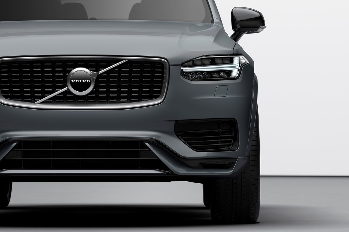 248308_The_refreshed_Volvo_XC90_R-Design_T8_Twin_Engine_in_Thunder_Grey.jpg