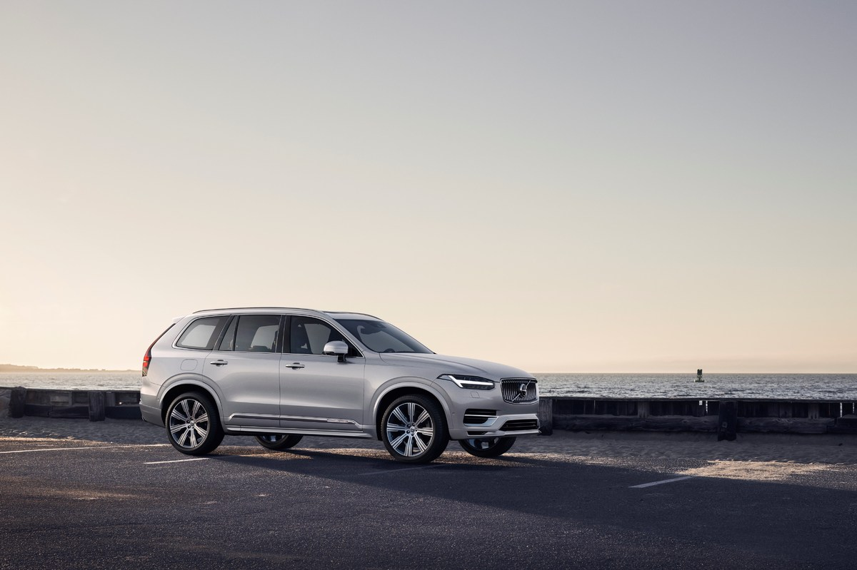 248340_Refreshed_Volvo_XC90_Inscription_T8_Twin_Engine_in_Birch_Light_Metallic.jpg