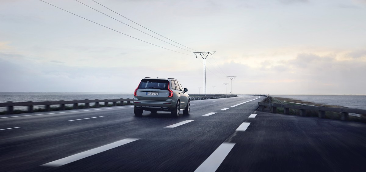 248347_The_refreshed_Volvo_XC90_R-Design_T8_Twin_Engine_in_Thunder_Grey.jpg