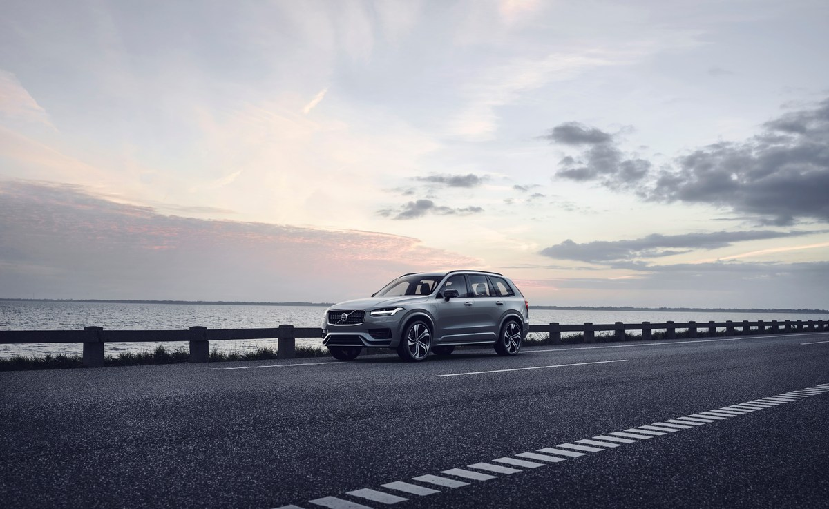 248351_The_refreshed_Volvo_XC90_R-Design_T8_Twin_Engine_in_Thunder_Grey.jpg
