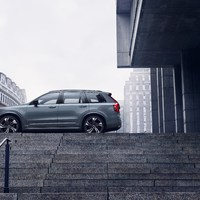 248350_The_refreshed_Volvo_XC90_R-Design_T8_Twin_Engine_in_Thunder_Grey.jpg